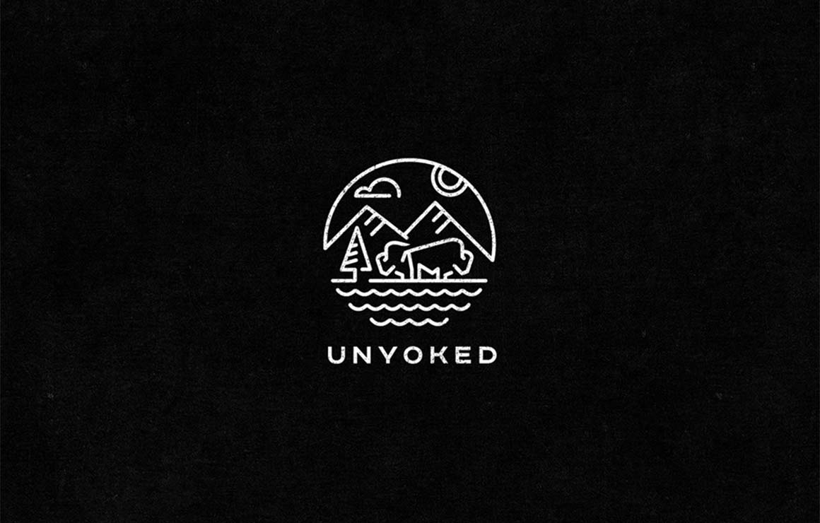 Unyoked是一间坐落于加尔各答山脉的一间特色民宿,通过设计建造很多生态环保的小房子,给城市的人们提供一个适合短期休闲的居所,帮助忙碌的人们脱离城市,轻松的回归大自然。展示可持续的生活方式和创新的空间利用,通过这种短期独家和生态特色民宿的方式,给人们提供独特的自然体验。顺应Unyoked的这种开办理念,Unyoked民宿视觉形象设计中也很自然的将这种理念传递下去。 Unyoked的标志通过线条的形式,着力向人们展示一副自然画面,天空、大山、湖泊、耕牛,让大众从Unyoked的标志中便能身临其境的感受到